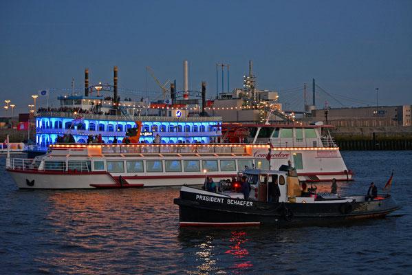 PRÄSIDENT SCHAEFER beim Feuerwerk nach der Taufe von Mein Schiff 3 am 12.06.2014
