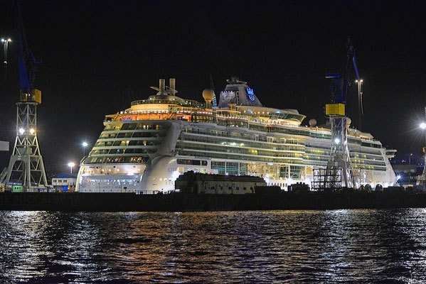 BRILLIANCE OF THE SEAS im DOCK ELBE 17