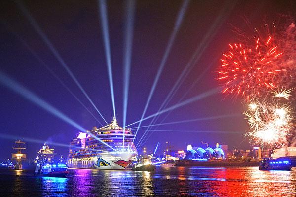 AIDAbella zu den Hamburg Cruise Days am 12.09.2015