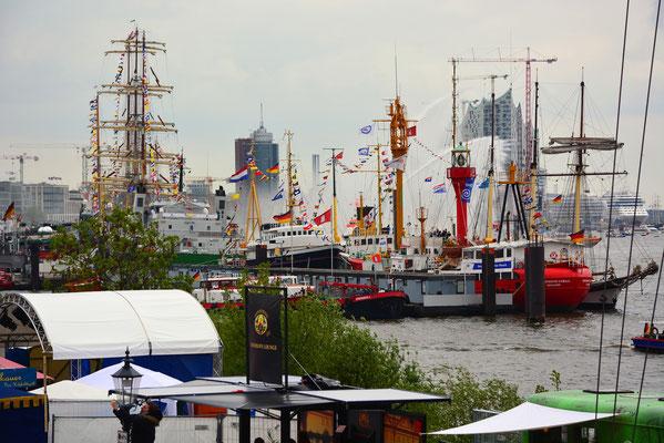 Blick vom Fischmarkt in Richtung Landungsbrücken
