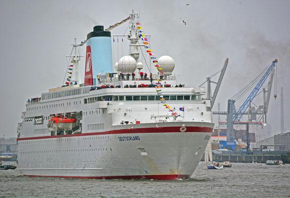 MS DEUTSCHLAND beim 825.Hamburger Hafengeburtstag am 10.05.2014