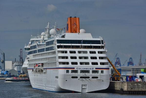 MS COLUMBUS 2 u. AIDAsol am HCC HafenCity am 12.08.2013