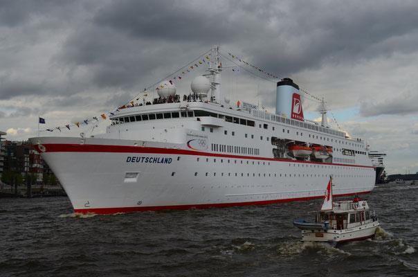 MS Deutschland zum 823.Hamburger Hafengeburtstag am 13.05.2012