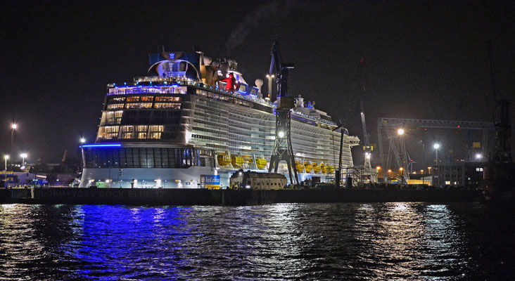 QUANTUM OF THE SEAS im Dock ELBE 17 am 24.10.2014