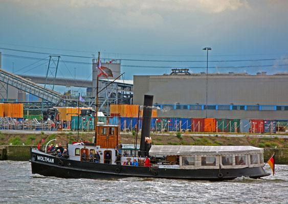 Dampfschlepper WOLTMAN zur Parade Hamburger Traditionsschiffe am 23.08.2014