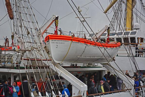 DAR MLODZIEZY (Rettungsboot)
