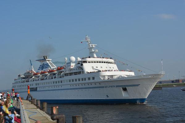MS DELPHIN beim Auslaufen am HCC HafenCity am 04.05.2013