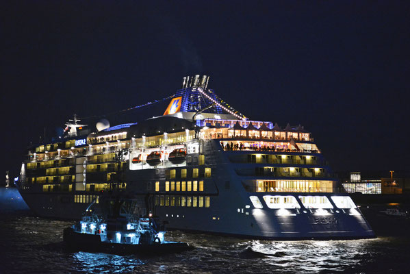 MS EUROPA 2 unmittelbar nach der Taufe vor Blankenese beim 824.Hamburger Hafengeburtstag 2013