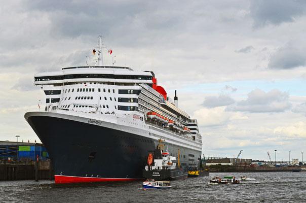 Queen Mary 2 zum Hamburger Hafengeburtstag 2012