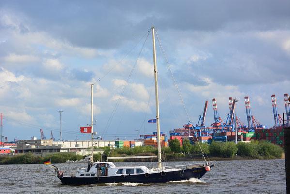 Old Salt zur Auslaufparade beim 824.Hamburger Hafengeburtstag am 12.05.2013