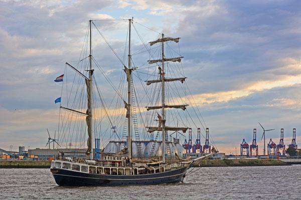 THALASSA zur Parade Hamburger Traditionsschiffe am 23.08.2014