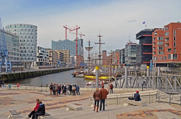 Traditionsschiffhafen mit Magellan-Terrassen