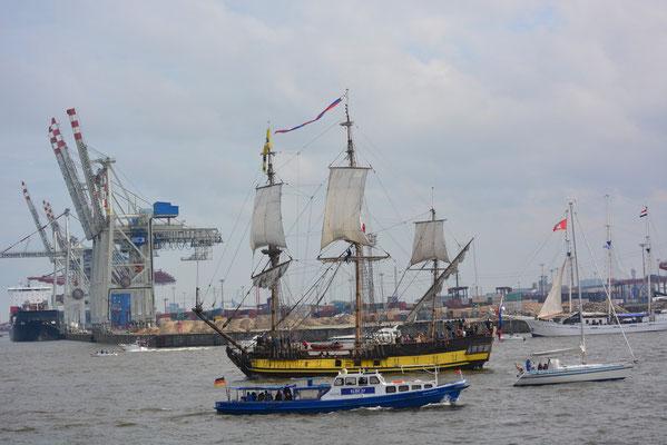SHTANDART zur Einlaufparade beim 824.Hamburger Hafengeburtstag am 09.05.2013