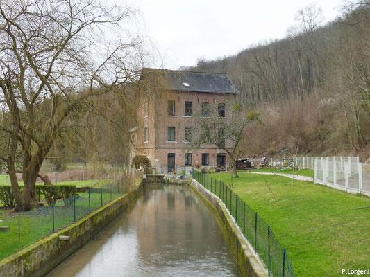Le moulin de la Nation. Au bord du Cailly, petit affluent de la Seine, et à l'entrée ouest du village, se dresse la bâtisse plus que centenaire d'un ancien moulin à blé.