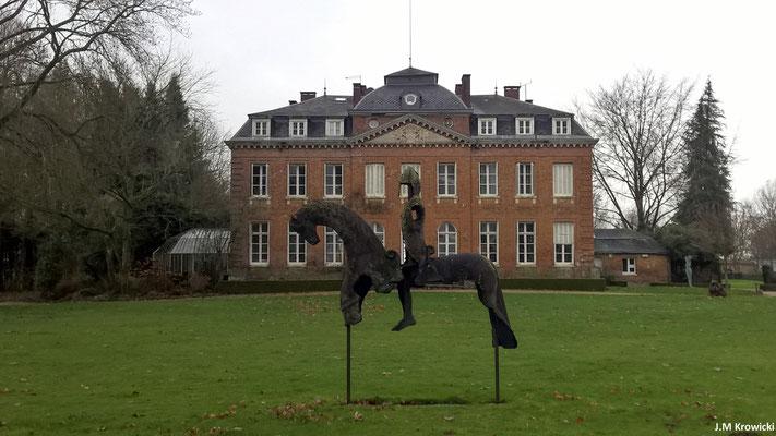 Château de Bois Guilbert avec son jardin des sculptures 🏰👍😉. En 1620, Charles Le Pesant acquiert le premier des fiefs qui constitueront la seigneurie de Bois-Guilbert.