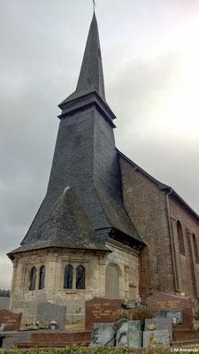 L'église Saint-Denis du Rebets 🕍. Le porche de l'église de Rebets date du XVIe siècle. Il a la particularité d'avoir été transformé en clocher-porche au XVIIIe siècle, plus précisément en 1743.