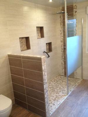 Salle de bain Nature paroi douche Rothalux barre plafond galets douche italienne RG Intérieur