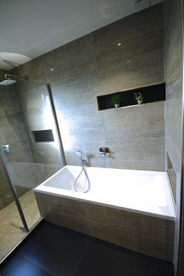 baignoire villeroy et boch robinetterie encastré ibox hansgrohe niches carrelage noir entreprise RG intérieur metz salle de bains