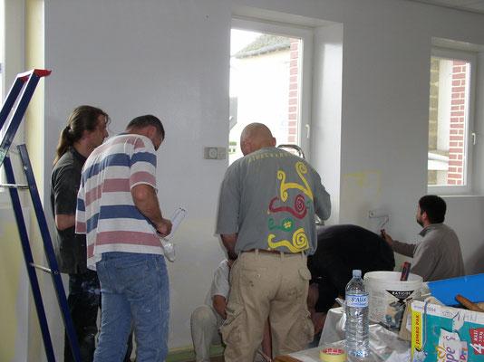 L'équipe peinture 2 pour la classe des CM à la finition !
