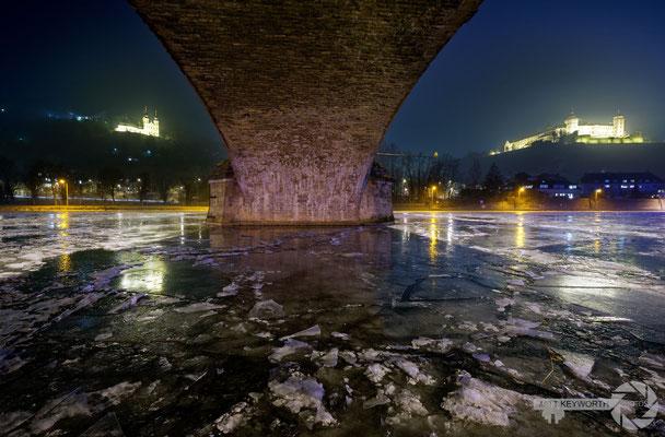 Unter der Löwenbrücke