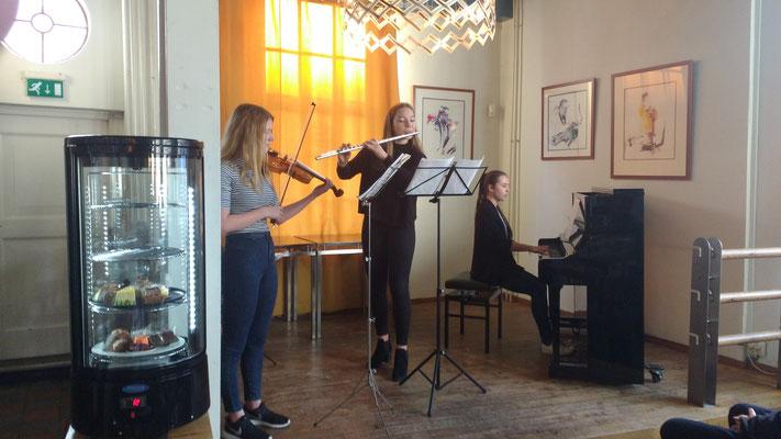 Les Trios Fleurs in de Observant 2015