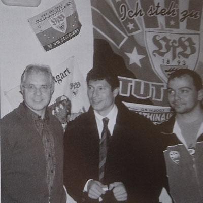 Balakov mit Ehrenvorstand Wolfgang Höhner und Spielleiter Torsten Riexinger, 2003