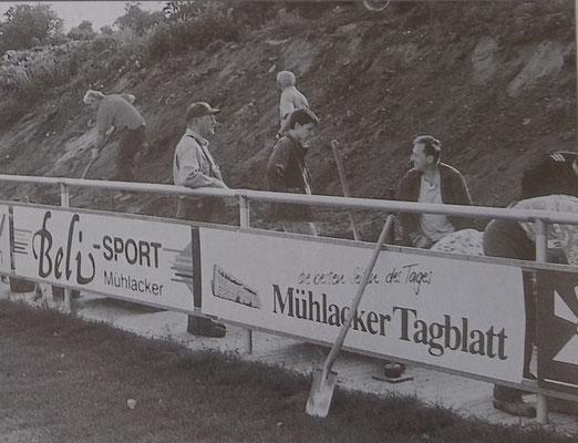 Bau Tribüne und Gehwege, 2003