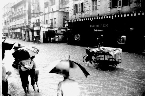 14/5/1990: 8: Calcutta monsoon flooding near our hotel