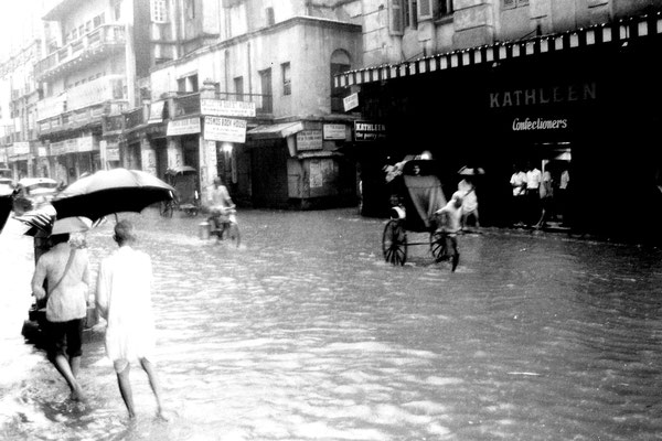 14/5/1990: 12: Calcutta monsoon flooding near our hotel