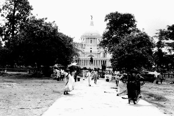 13/5/1990: 6: Calcutta women drying saris in front of Victoria Memorial
