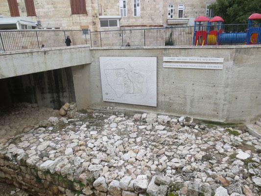 The Jewish Quarter - The wall of Hezekiah