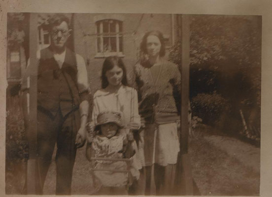 circa 1932 George, Alice, JGML and Mary Violet