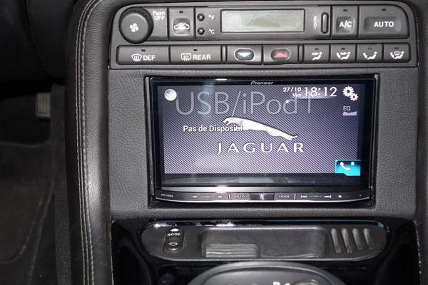 installation lectronique et hi fi haut de gamme sur jaguar par prestige autoradio. Black Bedroom Furniture Sets. Home Design Ideas