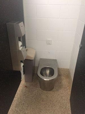 Toiletten mit Wasserspülung - herrlich