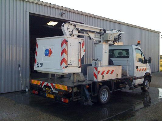 Camion RENAULT nacelle  10 mètres
