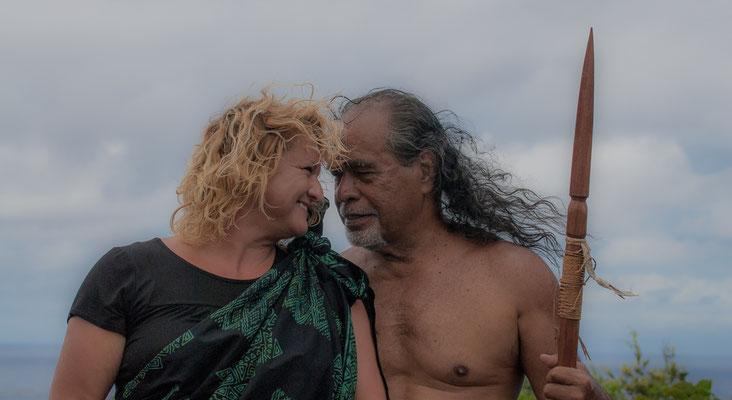 Kahu Kapi'i'oho'okalani Lyons Naone und Noelani Marion Naone Hawaii - Academy of Aloha