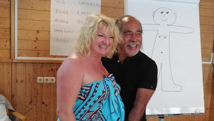 Noelani Marion Naone und Kahu Naone ihr Mann beim Seminar in Österreich, Europa - Academy of Aloha