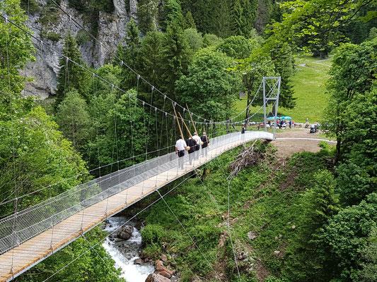 Hängebrücke Schlappintobel mit 'Hörner'