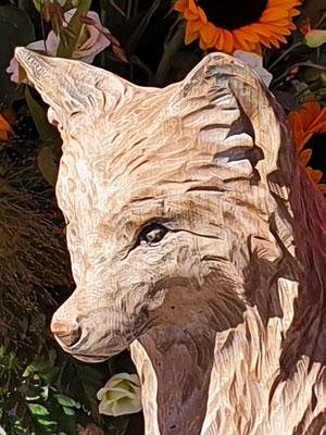 Tageswerk von Lukas Senn, mit Motorsäge geschnitzter Fuchs