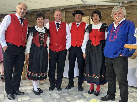 Stöff, Erika, Werner, Jodler Formation Mario und Julia, Akkordeonspieler Walter L.