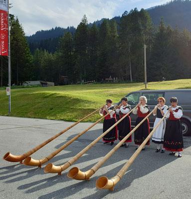 Mit Kameradinnen auf dem Wolfgangpass