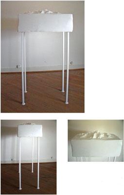 <b>Tafelberg</b><br />2009<br />Papiermaché, Hasendraht, Styropor, Holz, Metall, Acryllack<br />180 cm x 50 cm x 83 cm