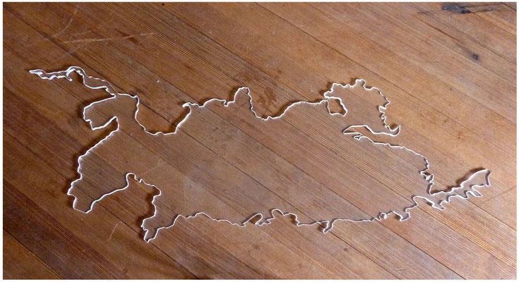 <b>Seestück 1</b><br />2010<br />Acrylglas<br />133 cm x 48 cm x 1,2 cm