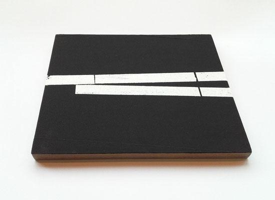 <b>Parkplatz</b><br />2017<br />Holz, Papier, Acrylfarbe<br />  2 cm x 28 cm x 23 cm