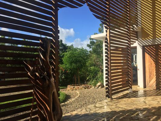 B&B El Mirador - Eingang mit Sicht auf den Garten