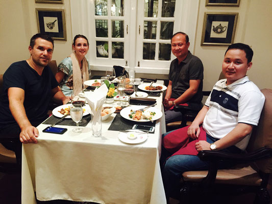 Interessantes Abendessen mit 2 Weltoffenen Burmesen