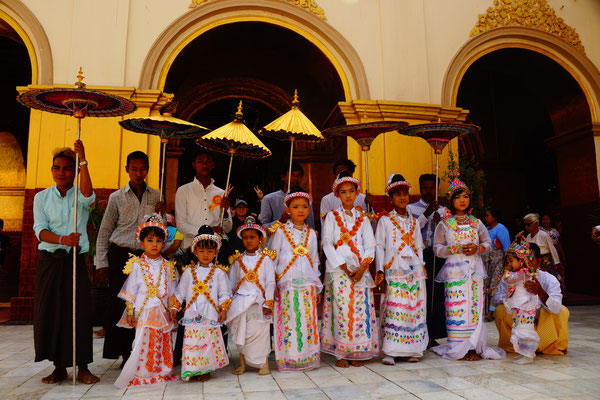 Junge  Mönche in Novice Monk Zeremonie, Mandalay, Myanmar