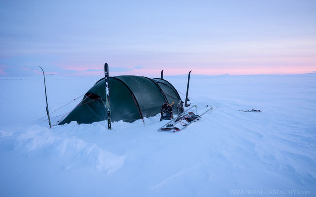 The first morning was promising: Low temperatures, great vistas and just a bit of wind.