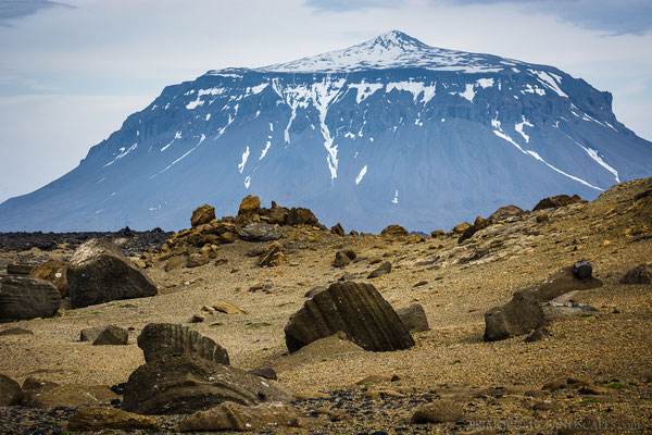 Mighty Herðubreið, rising more than 1000 meters out of the surrounding lava plains