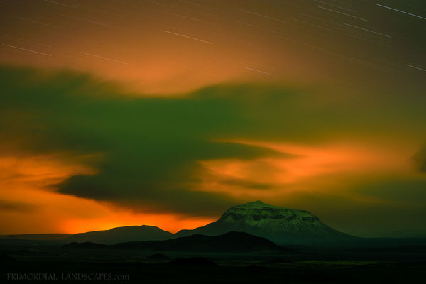 Herðubreið, Aurora and the unearthly eruption glow